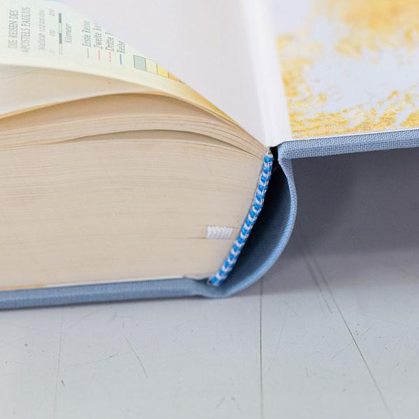 Buchrücken repariert