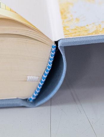 Buch repariert